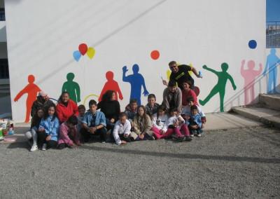 Οι μαθητές του Δημοτικού Σχολείου Ασκληπιείου φροντίζουν το σχολείο τους και βάφουν τους τοίχους για την Εβδομάδα Εθελοντισμού του Let's do it Greece.