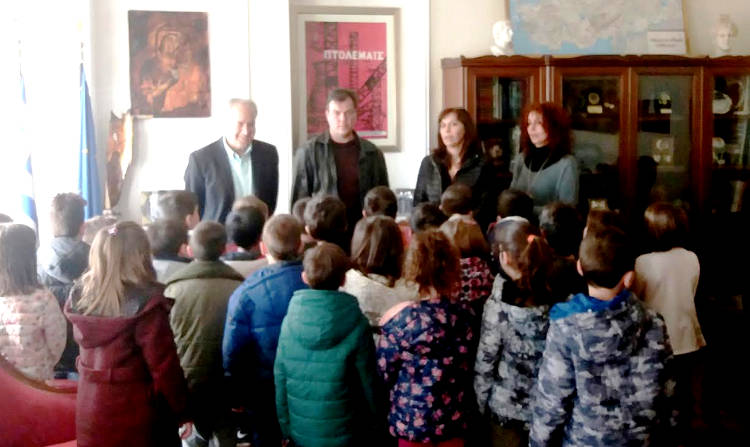 Το Δημαρχείο Εορδαίας επισκέφθηκαν μαθητές του 6ου Δημοτικού Σχολείου Πτολεμαΐδας στο πλαίσιο του προγράμματος «Νοιάζομαι και Δρω»