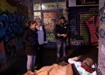 Εθελοντές συμμετέχουν σε παρέμβαση στο δρόμο για αστέγους (streetwork) - Ελληνικός Ερυθρός Σταυρός – Τομέας Κοινωνικής Πρόνοιας – Υπηρεσία Εθελοντών