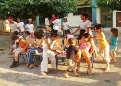 Ψυχαγωγική δραστηριότητα από τους εθελοντές για τα παιδιά που φιλοξενούνται στο Κέντρο Προσωρινής Διαμονής Αιτούντων Άσυλο Αλλοδαπών Λαυρίου- Ελληνικός Ερυθρός Σταυρός – Τομέας Κοινωνικής Πρόνοιας – Υπηρεσία Εθελοντών