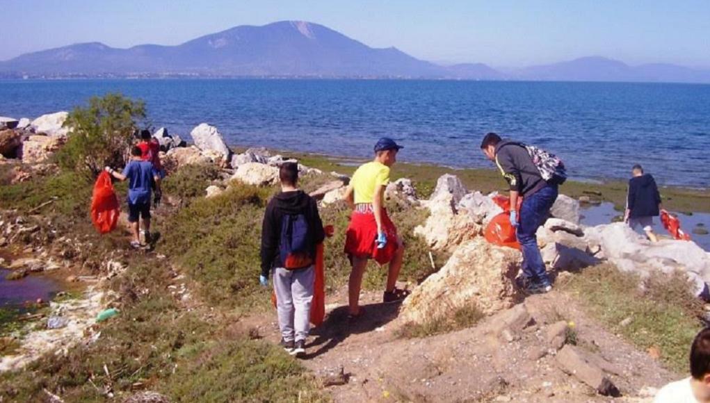 Mαθητική εξόρμηση για καθαρισμό του υγροβιότοπου Κολοβρέχτη