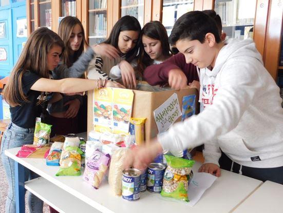 Λήμνος: Μαθητές προσφέρουν στο Κοινωνικό Παντοπωλείο του Δήμου