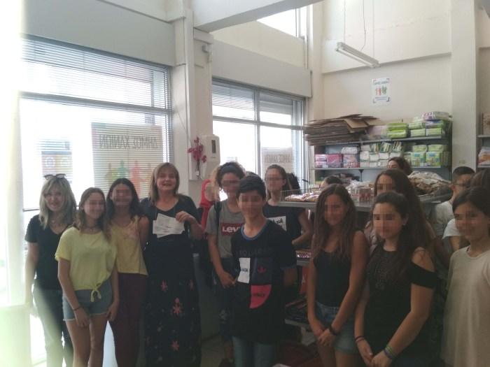 Μαθητές προσέφεραν τρόφιμα στο Κοινωνικό Παντοπωλείο