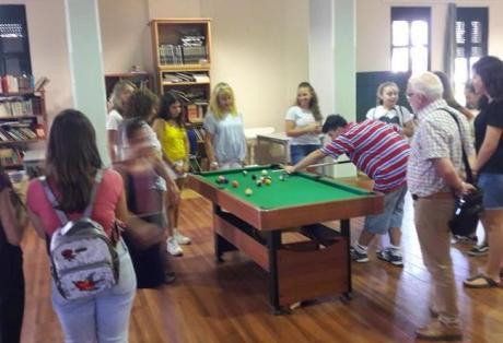 Οι μαθητές του 6ου Γυμνασίου Πατρών προσέφεραν παιχνίδια για τα παιδιά του Σκαγιοπούλειου ιδρύματος