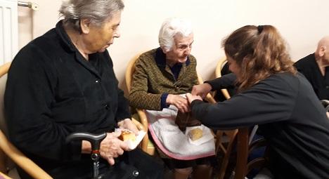 Oι μαθητές του 4ου ΓΕΛ Ρεθύμνου κόβουν πίτα στο Γηροκομείο Ρεθύμνου