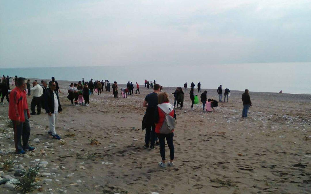 Οι μαθητές του ΓΕΛ Αφάντου καθαρίζουν την παραλία Αφάντου