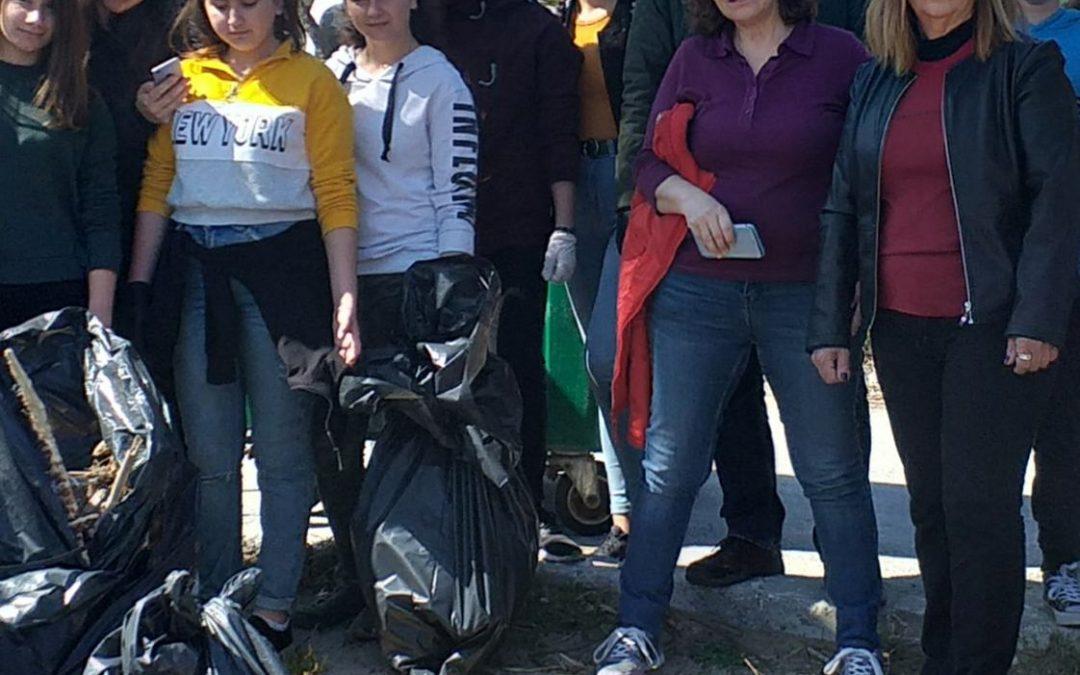Η παραλία Αλμυρίδα «σώζεται» από τους μαθητές του ΓυμνάσιουΒάμου