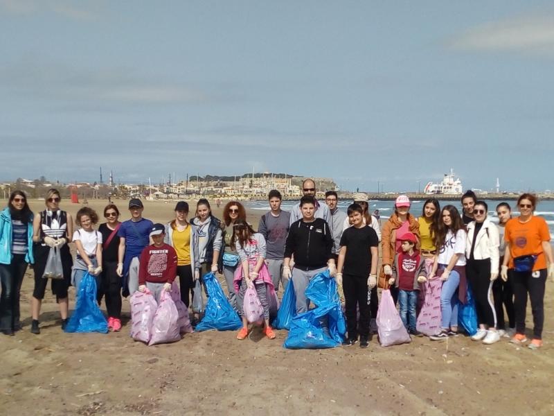 Τα δυο Πειραματικά σχολεία του Ρεθύμνου συμμετείχαν στο καθαρισμό της παραλίας