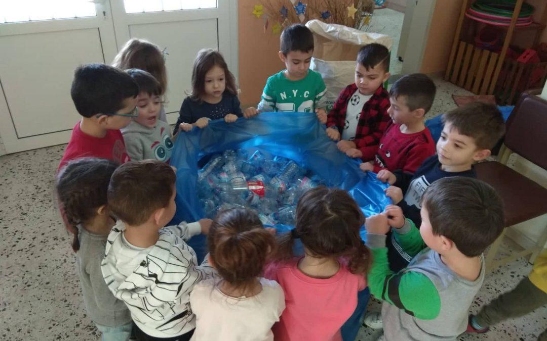 Ανταποδοτική ανακύκλωση του 1ο Νηπιαγωγείου Περάματος για τα συσσίτια της ενορίας Περιβλέπτου
