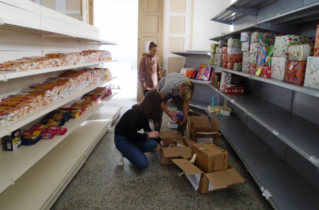 Οι μαθητές του Γυμνασίου Βάμου εθελοντές στο κοινωνικό παντοπωλείο του Δήμου Αποκορώνου